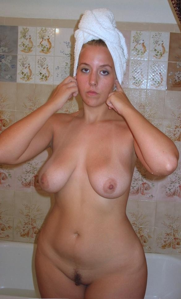 nude Amateur wide hips women
