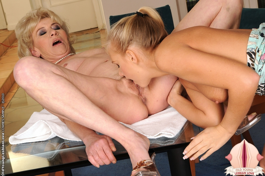 Wife and her friend threesome