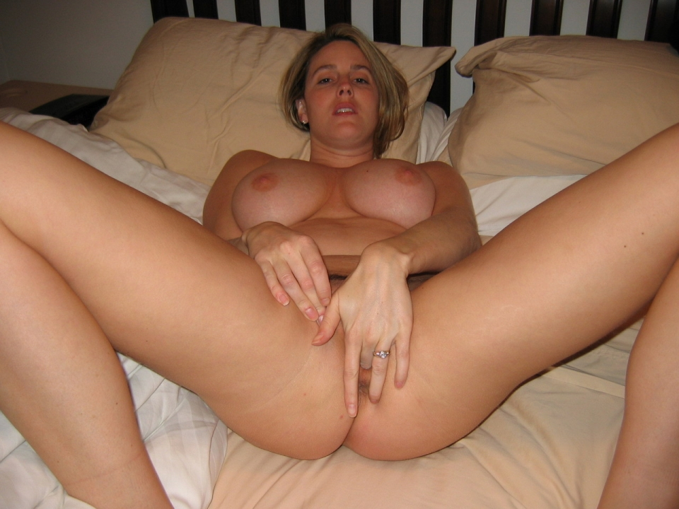 Recently divorced milf makes vid sends it to ex039s friends