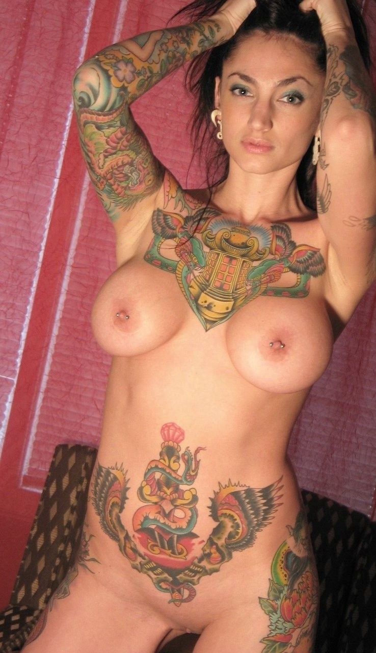 naked tattooed girls making out