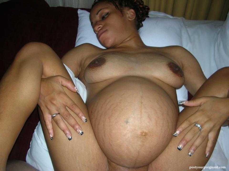nude pregnant breast feeding