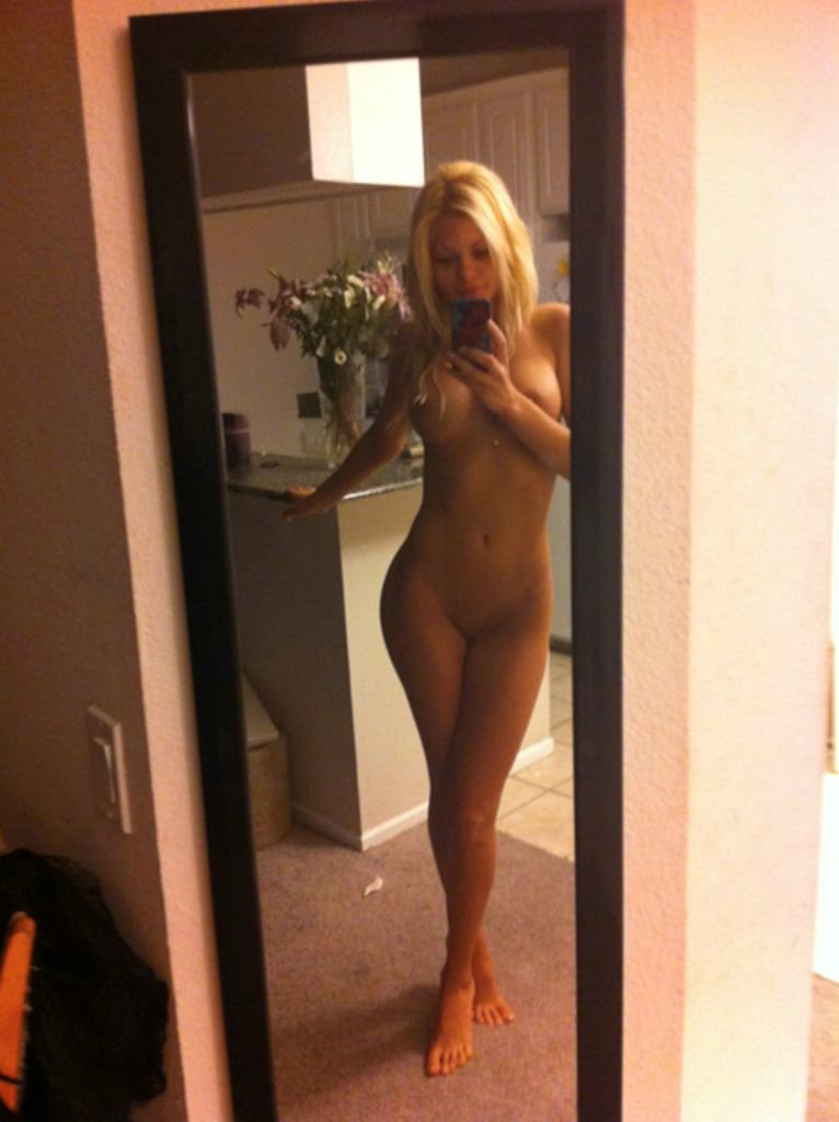 sexy amateur blonde hot nude girls full size