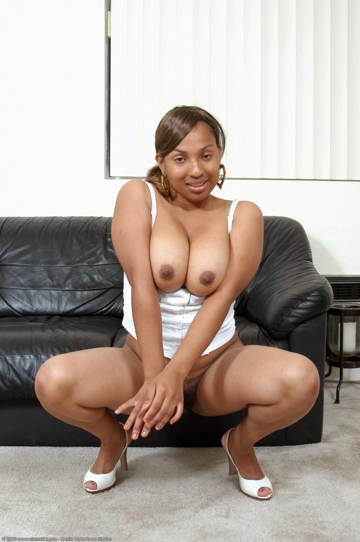 tyra banks young nude