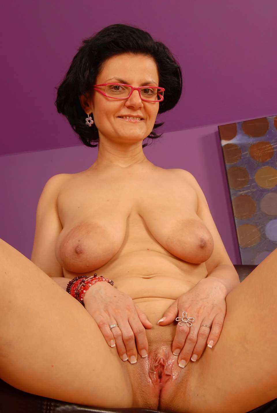 mom with big floppy saggy tits full resolution image
