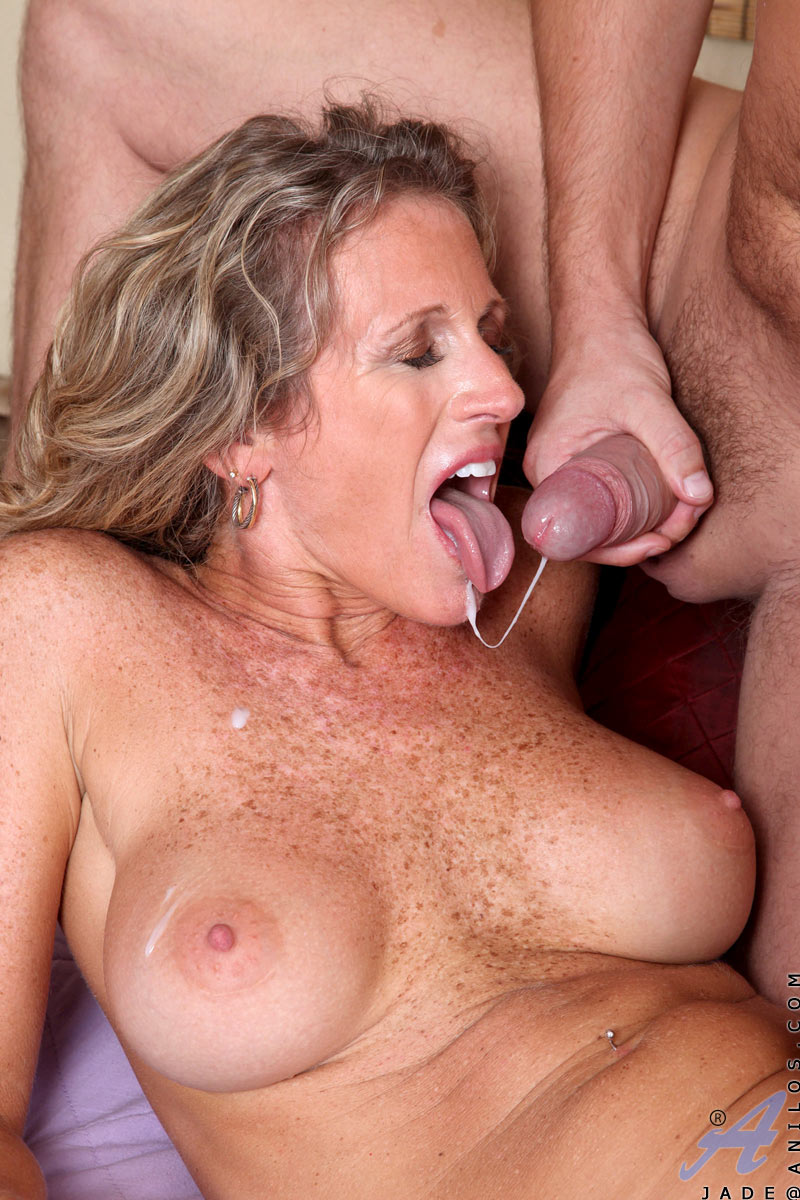 milfs with freckles sex 300x450 size
