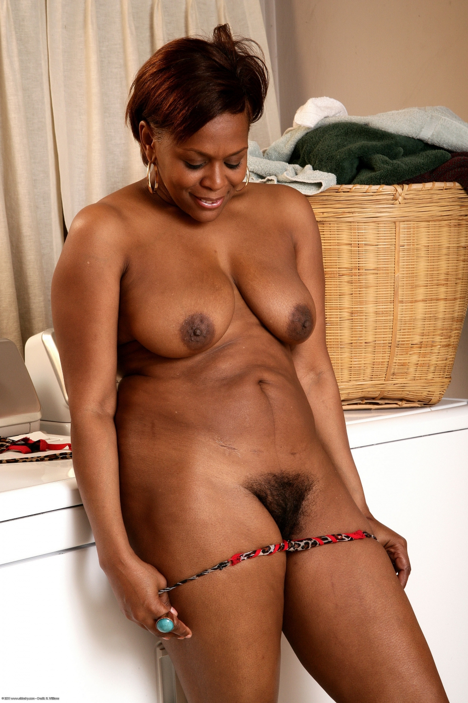 Old ebony woman porn