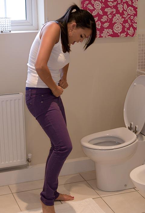 girls desperate pants peeing