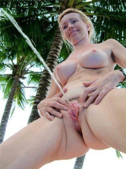 nude girls pissing full size