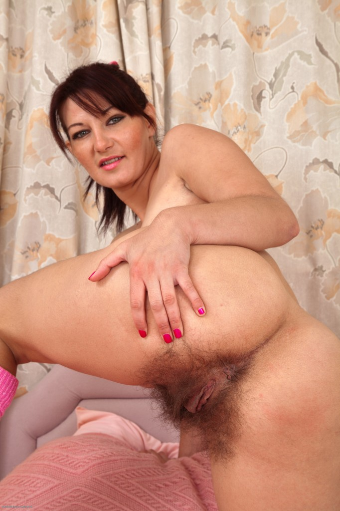 Mature woman seduce a shy brunette with as amp tv 6
