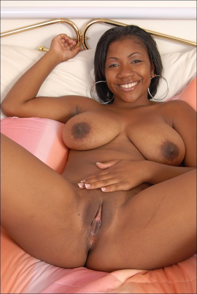 Thick Black Girl Masturbates
