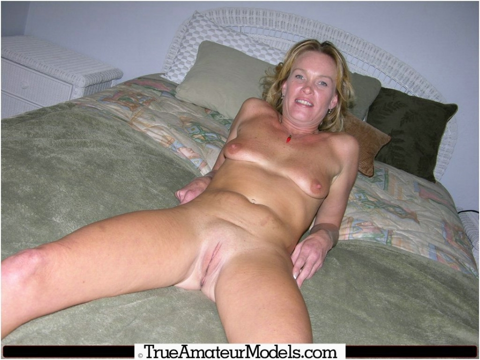 older nude Shaved women