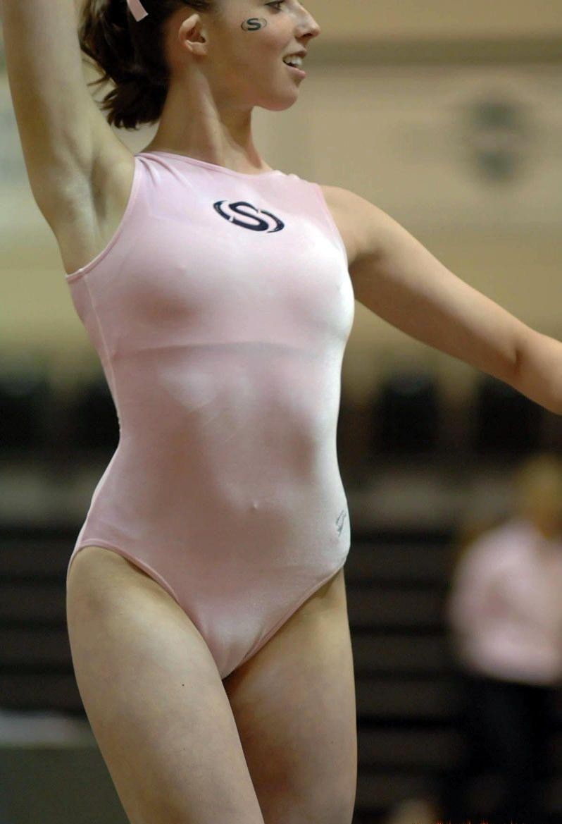 Female sports voyeur crotch