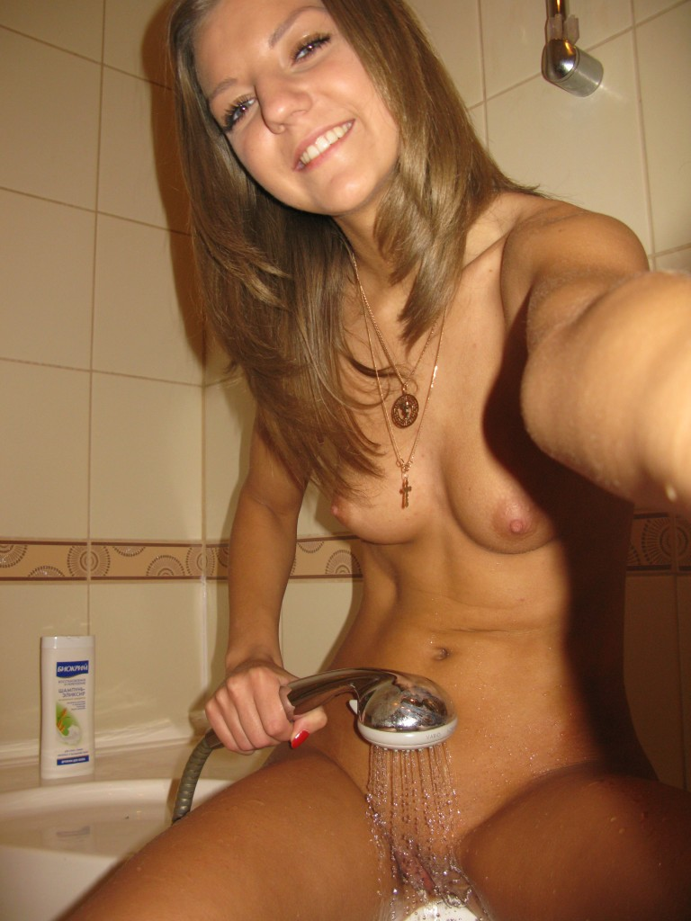 girls self taken nude photos