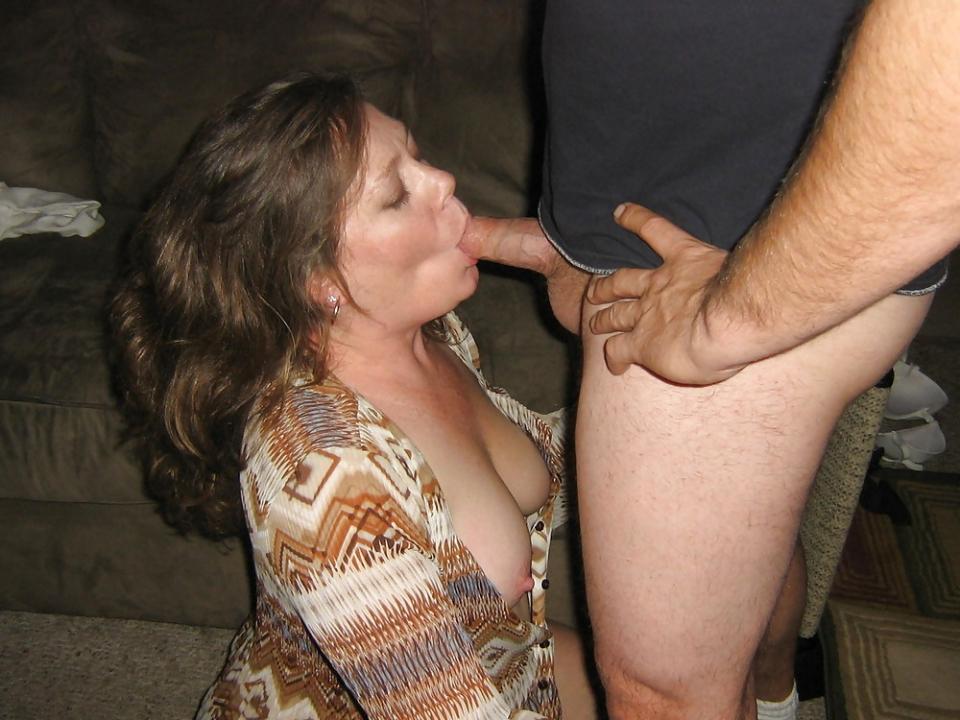 girlfriend on knees sucking