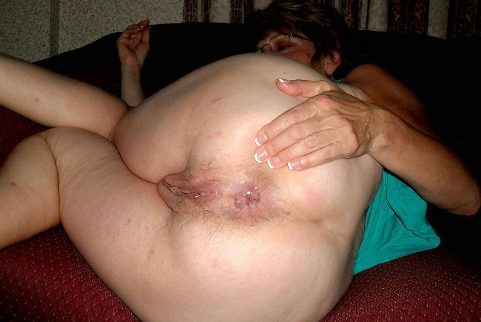 mature granny ass hole 300x200 size