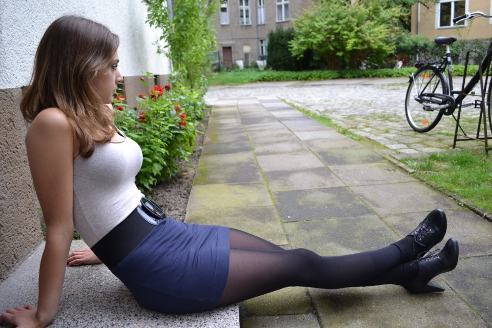 gorgeous young babes in strapon action