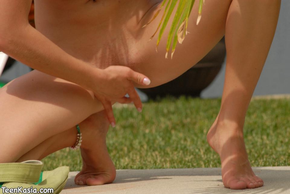 Video hot teen kasia barefoot
