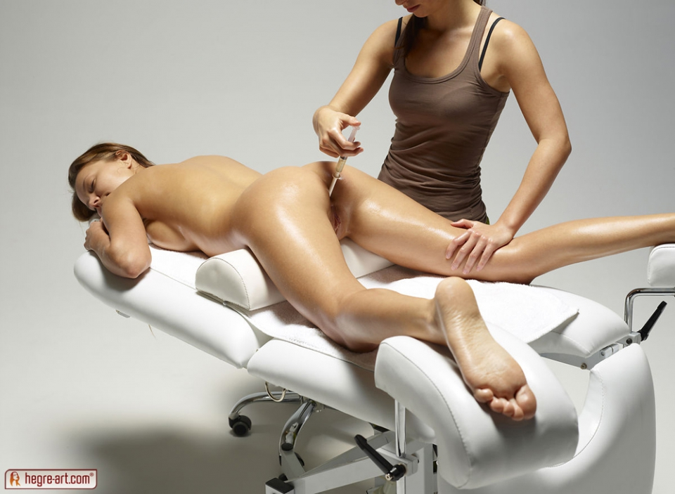 Nude full body sensual massage