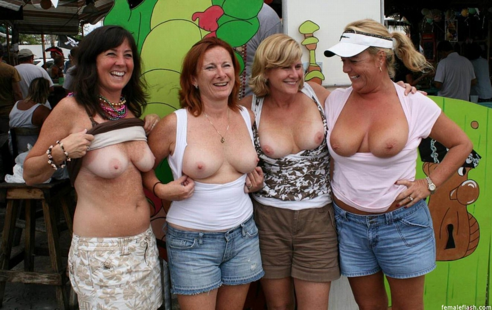Drunk groups flashing tits - Justimg.com
