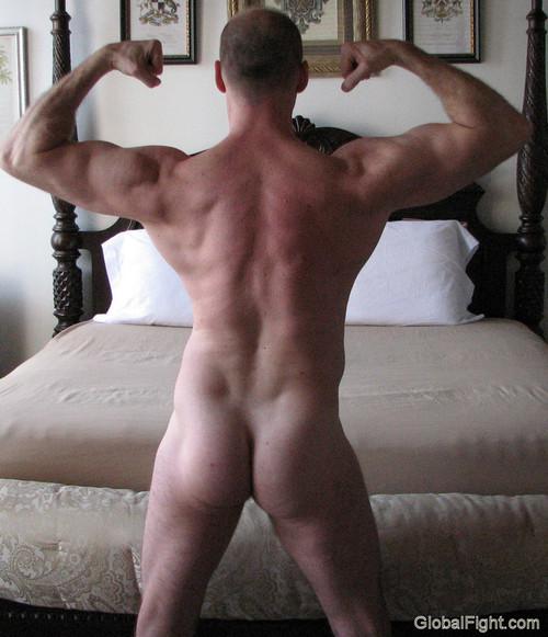 gay dudes bodybuilder escort