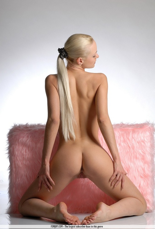 hot naked girls in pony tails