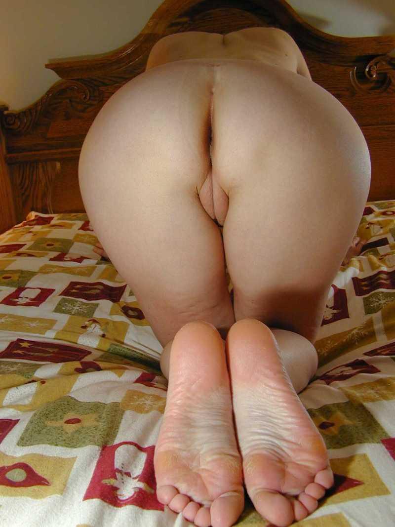 amature nude girl ass bent over