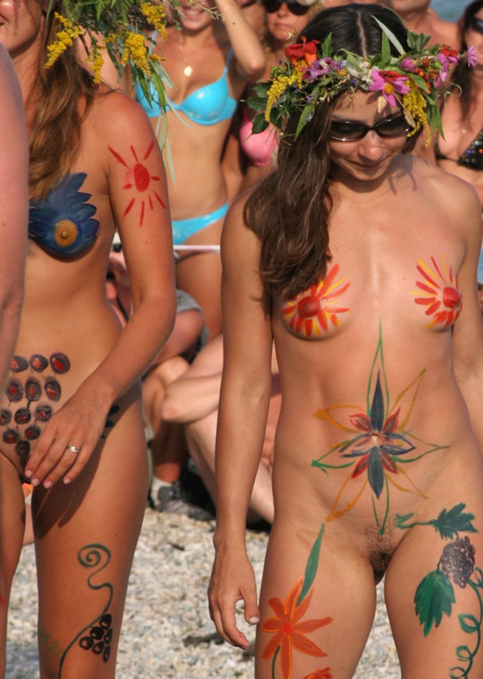 naturist body painting