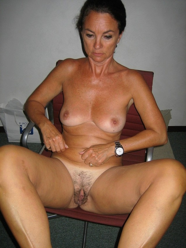 Big tits hot mom pictures