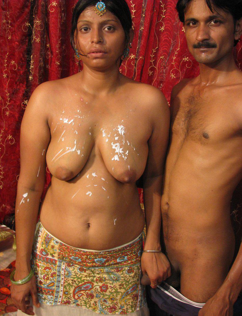 Tharki desi aunty sitting naked waiting for sex