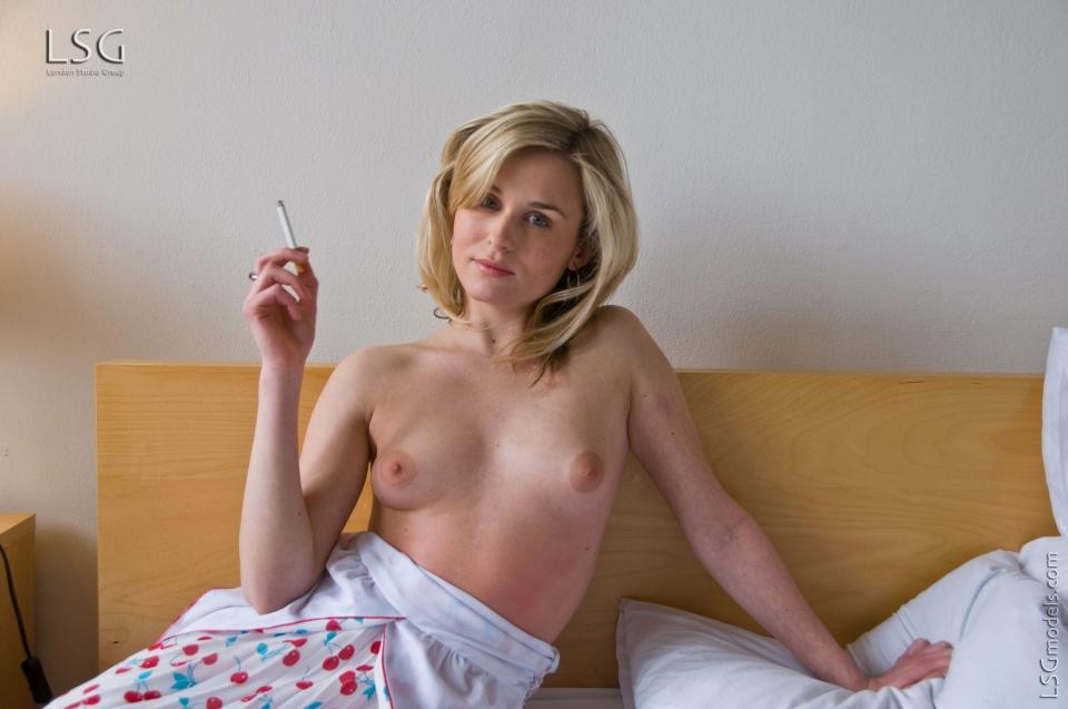 sexy naked girl smoking cigarettes
