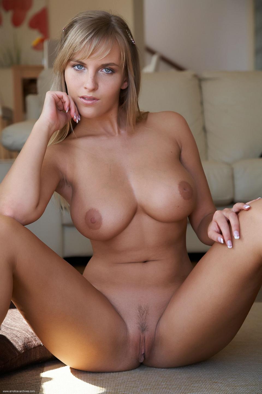 big tits little waist